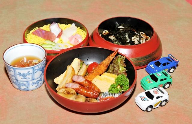 お子様ちらし寿司セット 800円(税込824円)