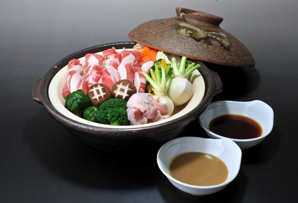 おいも豚と野菜の蒸し鍋